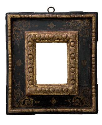 9203  Kassettenrahmen, Toskana 16.Jh., geschnitzt und schwarz gold gefasst, 14,8 x 11 x 10,5 cm