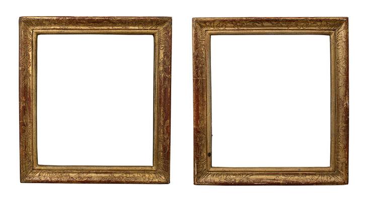 7766/ 7825  Rahmen- Paar, Straßburg  Ende 18.Jh., Nussholz graviert und vergoldet, je 18,8 x 16,7 x 2,5 cm