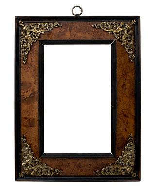 8389  Kabinett Rahmen, Flandern um 1600, Eiche mit Nuss-Furnier und Profilen, Bronze- Applikationen, 23,7 x 14,3 x 6,3 cm