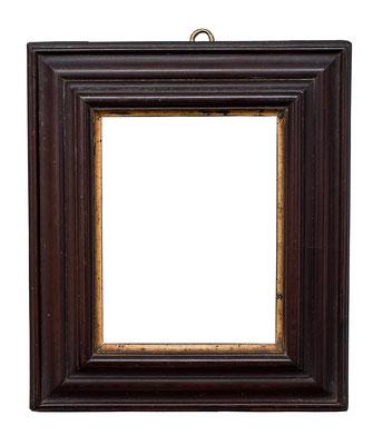 0554  Kabinett Rahmen, 17.Jh., Weichholz mit Birnenholz furniert und vergoldeter Bildleiste, 10 x 7,5 x 3,3 cm