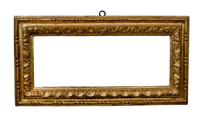 7749  Manieristischer Rahmen, Siena 17.Jh., geschnitzt und vergoldet, 22x 58,8 x 8,5 cm (Vergl. La Cornice Fiorentina e Senese, Abb.71)