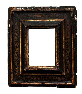 0548  Kassettenrahmen,Marken 16./17. Jh., Pappelholz polychrom gefasst und vergoldet, 9,8 x 7 x 5,7 cm