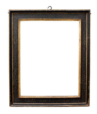 0909  Kassettenrahmen, Toskana 16.Jh., Pappel schwarz gefasst, Platte mit Sgraffito, Profile vergoldet, 65,8 x 51 x 10 cm