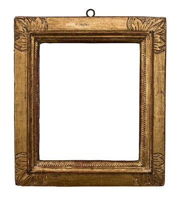 7763  Manieristischer Rahmen, Piemont 17.Jh., Nussholz graviert und vergoldet, 17,7 x 15,4 x 3,8 cm
