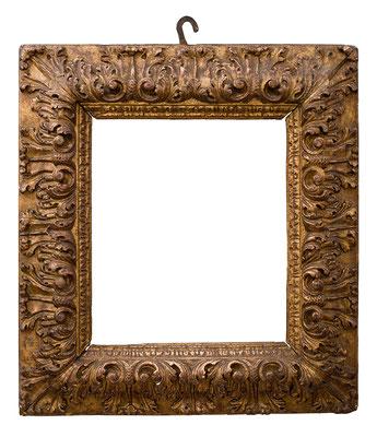 2216  Blattrahmen, Bologna 17.Jh., Nussholz geschnitzt und vergoldet, 35,5 x 31 x 12 cm