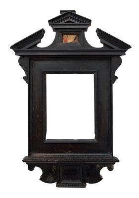 9211  Tabernakel Rahmen, Rom, Toskana ? 16./17.Jh., Ebenholz furniert, 10,4 x 7,7 x 2,9 cm ( 28,3 x 19 cm ) Ausgestellt in Arteintorno Salsomaggiore Terme 1998 Nr.114