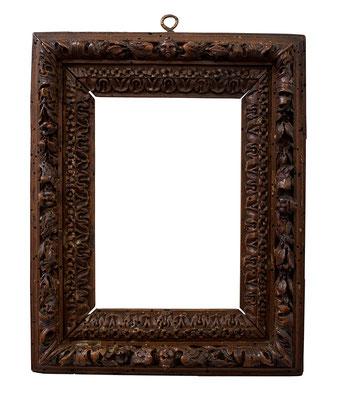 7832  Rahmen, 17./18.Jh.,Bagard à Nancy,Pflaume(bois de Sainte Lucie) geschnitzt  12,4 x 8,8 x 4 cm