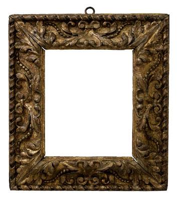 8403  Blattrahmen. Florenz 17.Jh., Pappelholz geschnitzt und vergoldet, 34,5 x 27,8 x 12 cm