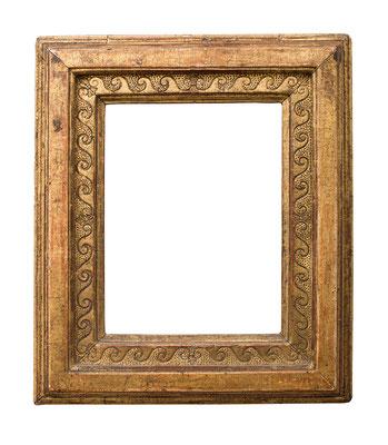 1031  Rahmen, vermutlich 16.Jh., außergewöhnliche Ecken Montierung, Eiche graviert, punziert und vergoldet, 21,5 x 16,2 x 6,8 cm