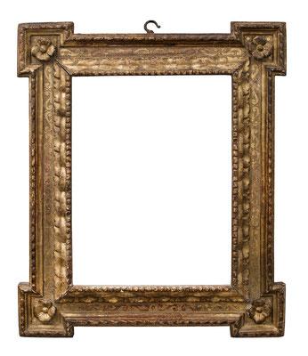 2214  Kassettenrahmen, Emilia Romagna, 16.Jh., Pappelholz geschnitzt, graviert und vergoldet,  41,5 x 31 x 8,6 cm