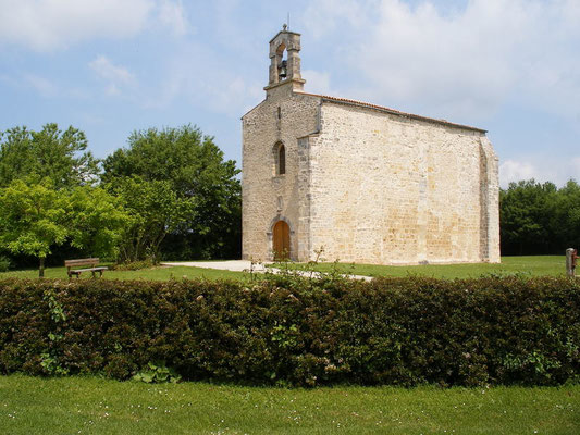 Une petite chapelle seule, pas loin de Saint Jean d'Angely
