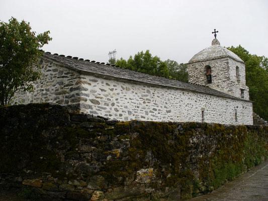 Une petite église seule