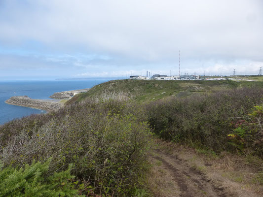 La centrale au loin
