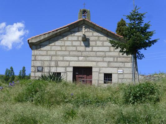 Un ermita et sa statue Saint Jacques