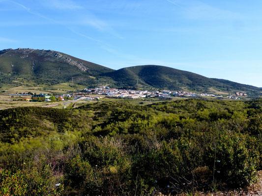 Au loin le village de Carnaveral