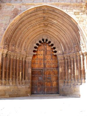 La porte de l'église, Cirauqui