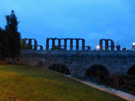 L'aqueduc de Mérida, à la sortie de la ville