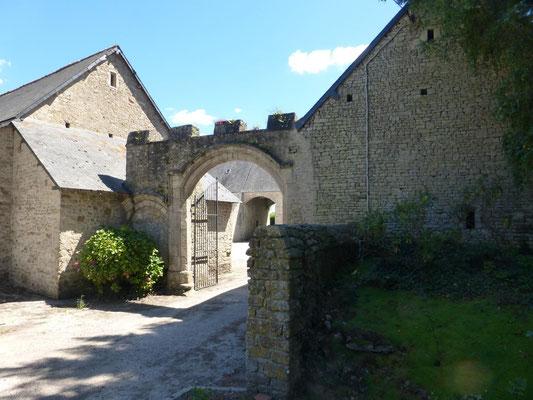 L'entrée du château de Courcy