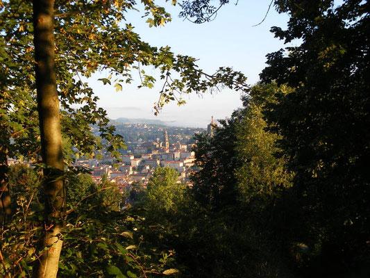 Au loin la ville du Puy en Velay