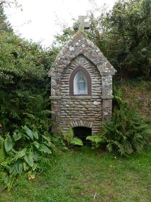 La fontaine du Bienheureux Thomas Hélye, né à Biville (1180)
