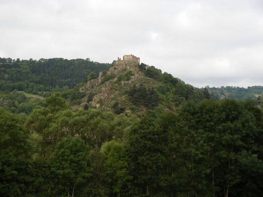 Au loin château de Beaufort, Goudet