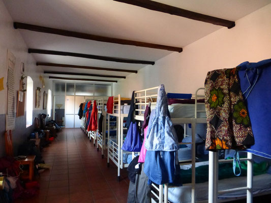 Un seul dortoir, 18 lits.