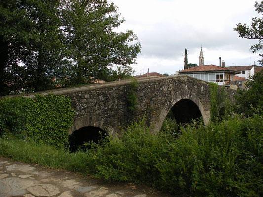 L'arrivée sur Melide, pont roman.