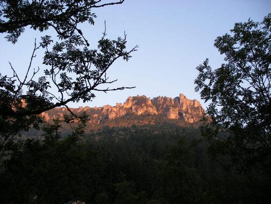 les falaises du Causse Méjean.