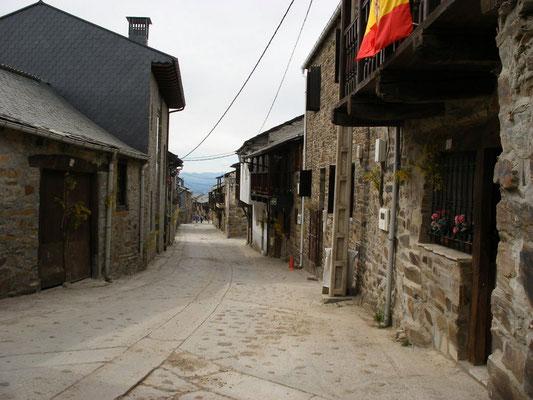 La rue  centrale du village