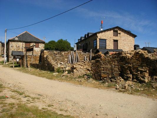 Arrivée dans le village de Foncebadon