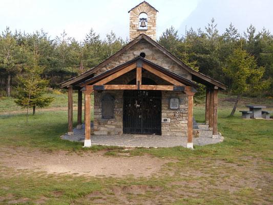 La petite chapelle à la Croix de Ferro