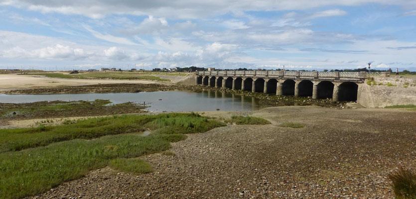 Le pont à 13 arches