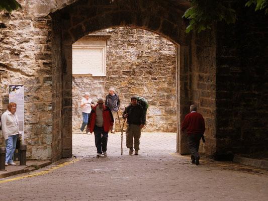 La porte où arrivent les pèlerins