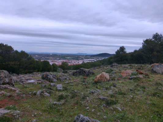 Au loin le village de Los Santos de Maimona