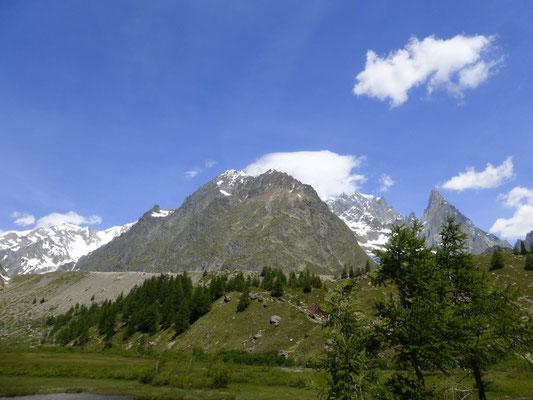 Le Mont Blanc sous les nuages