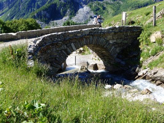 Le pont avant les Chapieux