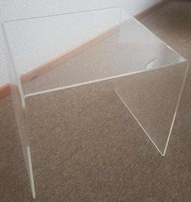 Tisch aus Plexiglas