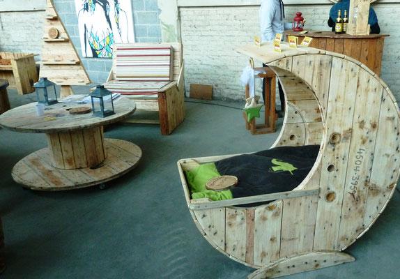 Berceau-lune et meubles (Expo Hang'art)