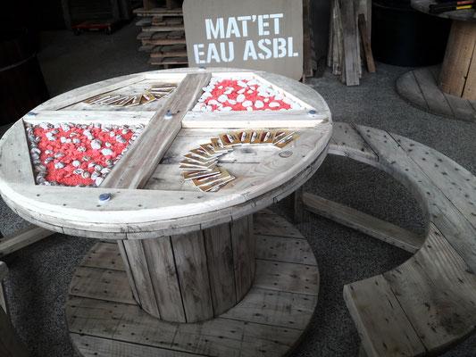 Touret transformé en ensemble. Table vitrée à customiser au gré des envies.