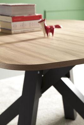 Tavolo KANSAS allungabile, con struttura in metallo verniciato e piano disponibile in varie misure e materiali