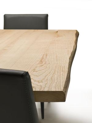 Tavolo fisso o allungabile (articolo D19) - Base in metallo verniciato, piano in legno massello (colori, finiture e tipologia di legno a scelta) realizzabile su misura (misura minima cm.160), anche in versione allungabile