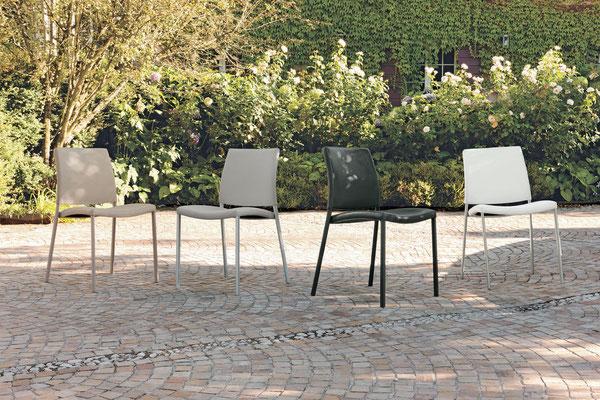 Sedia imbottita con struttura in metallo verniciato, rivestimento a scelta (articolo ZR52)