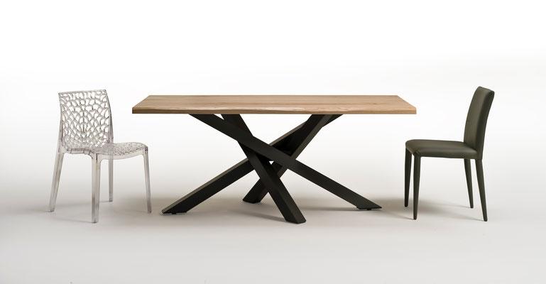 Tavolo articolo D19 - Piano in legno massello, realizzabile su misura, anche allungabile