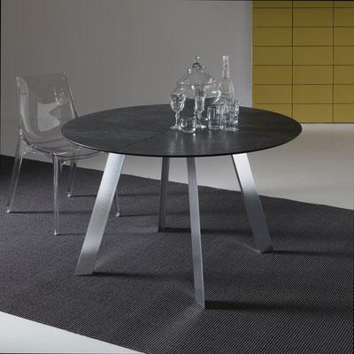 Tavolo TUCSON allungabile, in versione rotonda oppure quadrata sagomata, disponibile in diverse misure e materiali a scelta