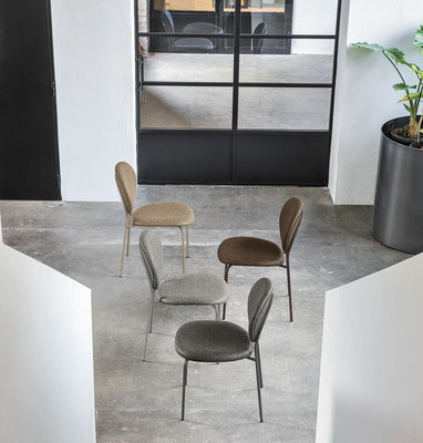 Sedia imbottita con rivestimento a scelta, struttura in metallo verniciato (articolo VN93)