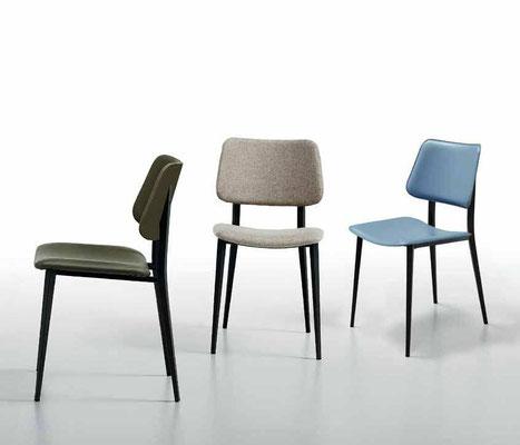 Sedia imbottita con struttura in metallo verniciato, rivestimento a scelta (articolo J23)