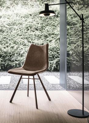 Sedia imbottita con struttura in metallo verniciato (articolo MR40)
