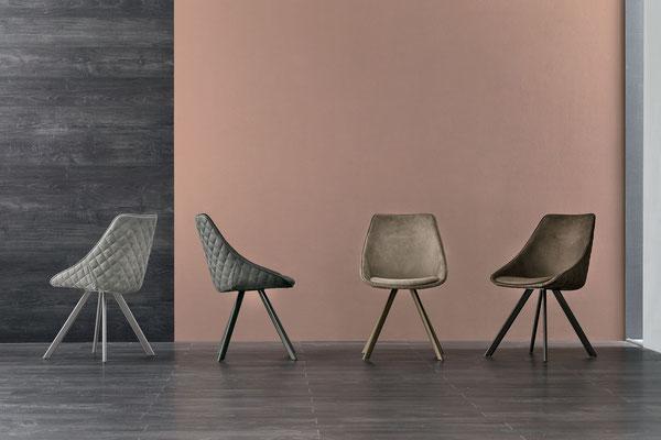 Sedia imbottita con struttura in metallo verniciato, rivestimento a scelta (articolo BL45)