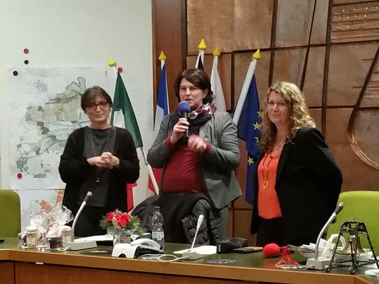 FU-Kreisvorsitzende Adelheid Seifert mit den Damen der FU Oberasbach