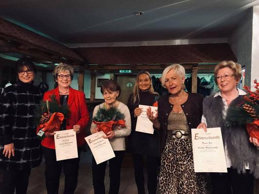 FU-Kreis-Vorsitzende Adelheid Seifert und FU-Vorsitzende Marita Woznik bei der Ehrung